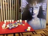 На допремьерном показе продолжения «50 оттенков серого» угощали шампанским с конфетами