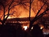 Под Запорожьем дотла сгорели магазин с кафе (Фото)