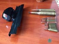Разгневанная запорожанка показала полицейским оружие мужа (фото)