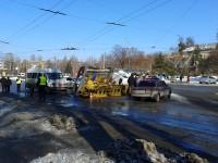 В центре Запорожья маршрутка врезалась в автовышку