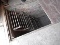 Запорожцы не смогли достать мужчину, упавшего в подвал