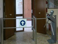 В Запорожье директор получил перелом, проходя через труникет