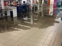 В Запорожской области затопило первый этаж торгового центра (фото, видео)