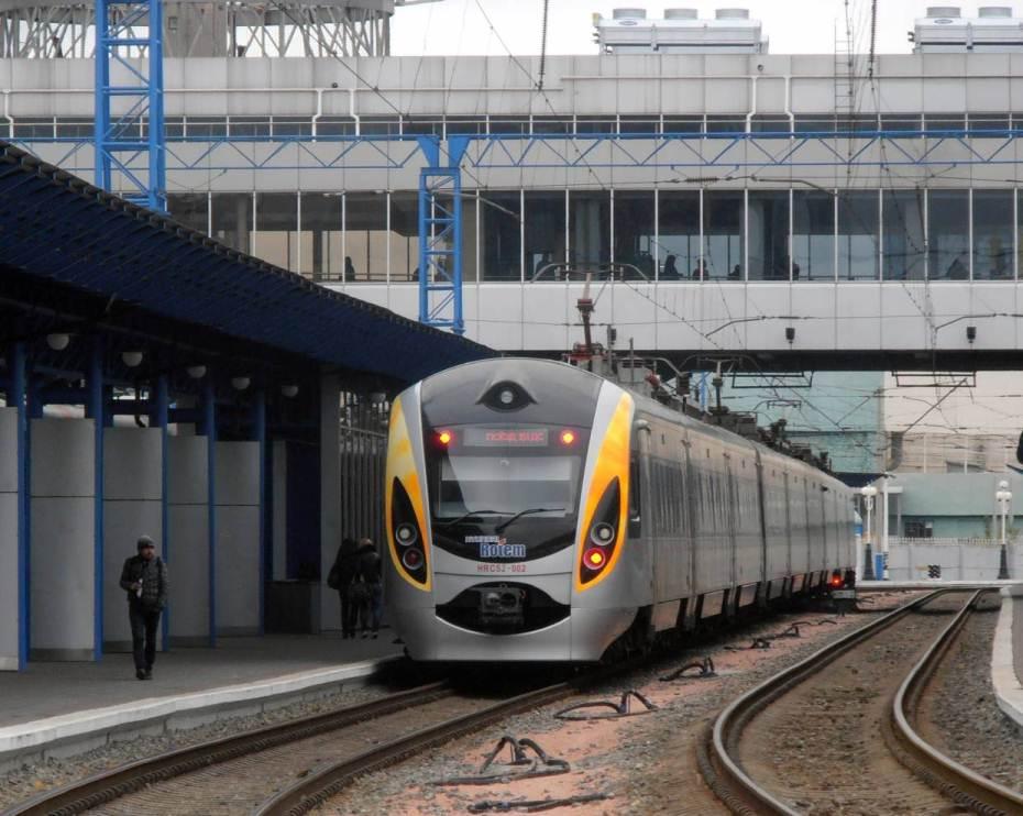 «Укрзализныця» запустит дополнительные поезда «Интерсити» сообщением Запорожье-Киев