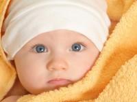 В Запорожье возле школы нашли новорожденного малыша