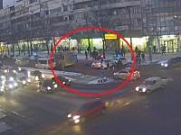 Опубликовали видео ДТП, на котором маршрутка насмерть сбила женщину
