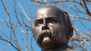 В Запорожской области Ленина заменили двухметровым Шевченко