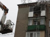 В Запорожье погорельцев снимали с горящего балкона на пятом этаже