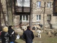 В Запорожье рухнула часть стены жилого дома (Фото)