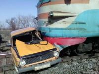 Электричка снесла легковушку с водителем – подробности