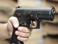 В Запорожье выпустили десяток пуль в лежащего парня