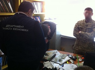 В Запорожье в кабинете у военного комиссара обнаружили печать с гербом РФ