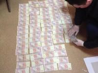 В Запорожье задержали следователя во время получения взятки (фото)