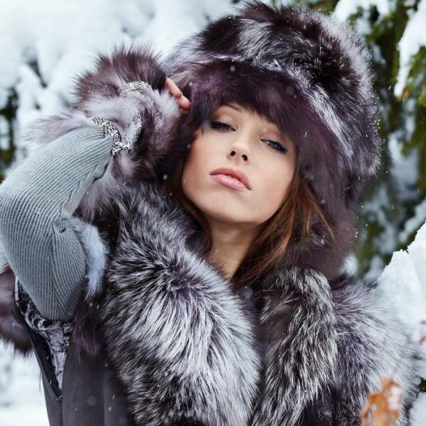 115780623_molodaya_devushka_v_norkovoy_shapke_2998x1875