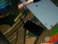 В Запорожье средь белого дня двое мужчин ограбили девушку