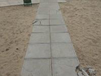 На центральном пляже разрушается дорожка для инвалидов