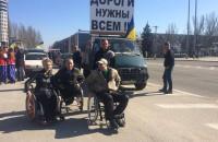 В Запорожье против плохих дорог митингуют на лошадях и инвалидных колясках