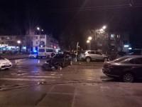 А центре Запорожья «Ягуар» столкнулся с «Маздой» – есть пострадавшие