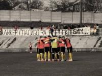 Запорожские футболисты вышли на поле с траурными лентами (Фото)