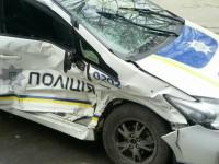 В центре Запорожья в автомобиль с патрульными врезалась служба охраны