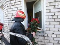 Запорожец поздравил возлюбленную при помощи спасателей (Фото)