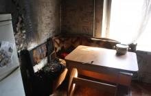 В Запорожье двое маленьких детей оказались запертыми в горящей квартире
