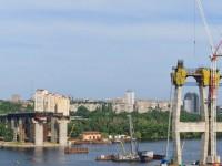 В Запорожье тонул плавучий строительный кран