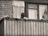 Запорожанка ушла гулять, оставив ребенка на балконе