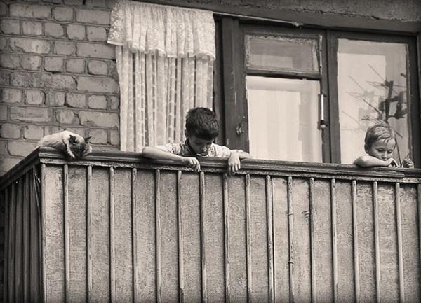 Запорожанка ушла гулять, оставив ребенка на балконе - заноза.