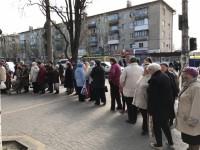 Запорожский нардеп подкупал пенсионеров куличами