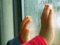 В Запорожье ребенок сломал позвоночник, выпав из окна
