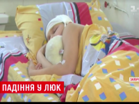 Чиновники не могут решить, кому принадлежит люк, в который провалился школьник (Видео)