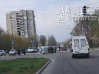В Запорожье перевернулась машина с военными