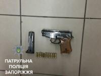 Запорожец размахивал найденным пистолетом в супермаркете