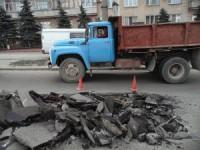 В центре Запорожья провалился асфальт (Фото)