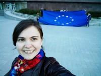 Запорожцы отметили новость о безвизе, развернув большой флаг ЕС в центре