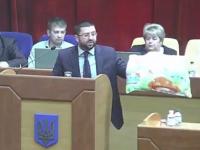 Запорожский депутат пришел на сессию с подушкой