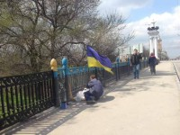 В центре Запорожья возвращают изначальный вид желто-синему забору