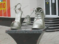 На запорожском курорте установили памятник обуви (Фото)