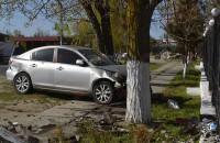 На запорожском курорте лихач снес двух женщин и врезался в забор (Фото)