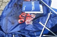 В Запорожской области облили краской и разгромили палатку «Оппоблока»