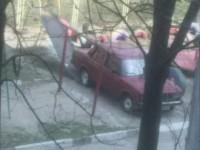 В Запорожье водитель припарковал «Жигули» на детской горке