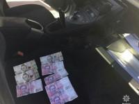 Запорожец оставил взятку в машине полицейских