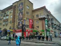 Памятку архитектуры в центре Запорожья завесили рекламой ломбарда