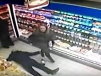 В Запорожье покупатель супермаркета отправил другого в нокаут (Видео)