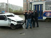 В центре Запорожья «Таврия» влетела в трамвай – есть пострадавшие