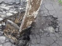 В центре Запорожья во дворе провалился асфальт (Фото)