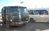 Военный грузовик протаранил на остановке маршрутку (Фото)