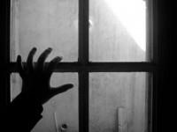 5-летний малыш собирался выпрыгнуть в окно на поиски мамы