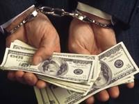 Запорожского таможенника задержали на взятке более чем в 60 тысяч